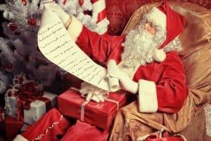Mikołaj czyta listy